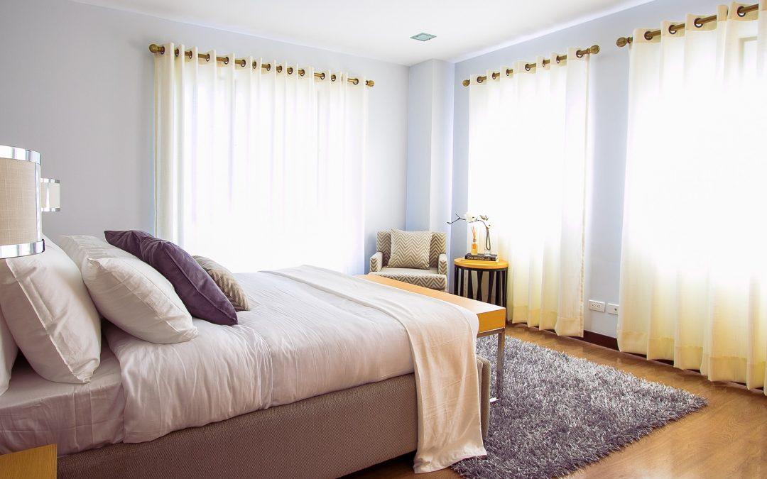 Como customizar a cortina com ilhós?